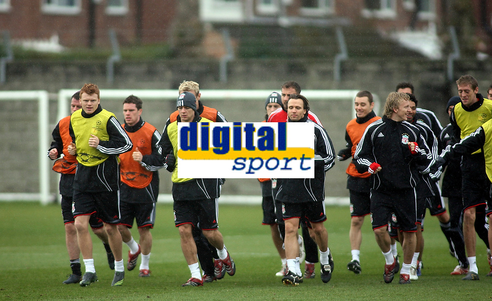 Photo: Paul Thomas.<br />Liverpool training session. UEFA Champions League. 05/03/2007.<br /><br />Liverpool players warm up.