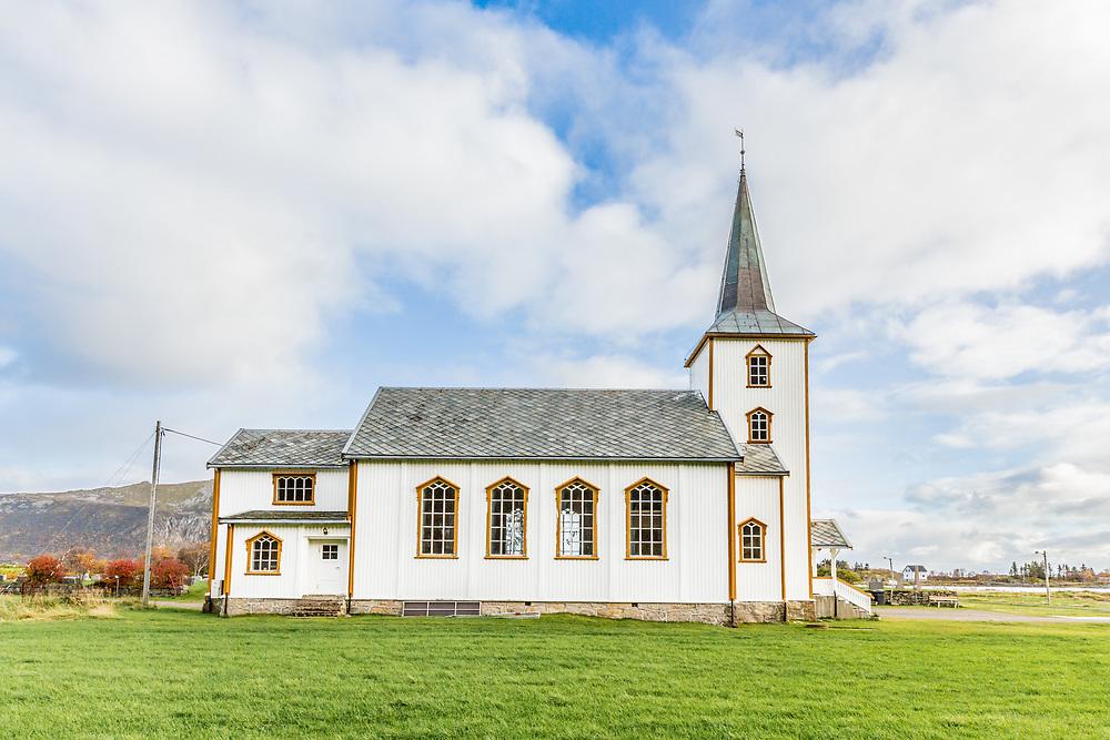 Valberg kirke ligger i Valberg i Vestvågøy kommune i Nordland. Kirka er ei langkirke i tre, bygd i 1888–89. Den ble innviet 12. september 1889 og har 200 plasser. Kirka ble utvidet i 1937. Bildet er tatt primo oktober.