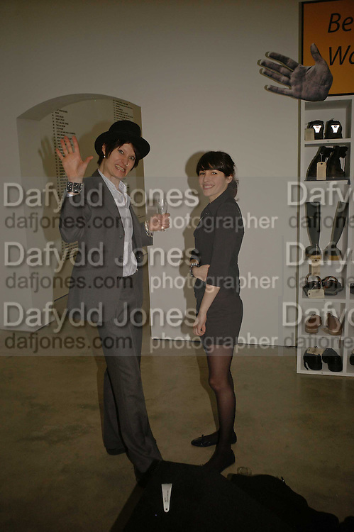 Toni and Maya von Doll , Becks Futures art prize, Institute of Contemporary arts. London. 2 May 2006. ONE TIME USE ONLY - DO NOT ARCHIVE  © Copyright Photograph by Dafydd Jones 66 Stockwell Park Rd. London SW9 0DA Tel 020 7733 0108 www.dafjones.com