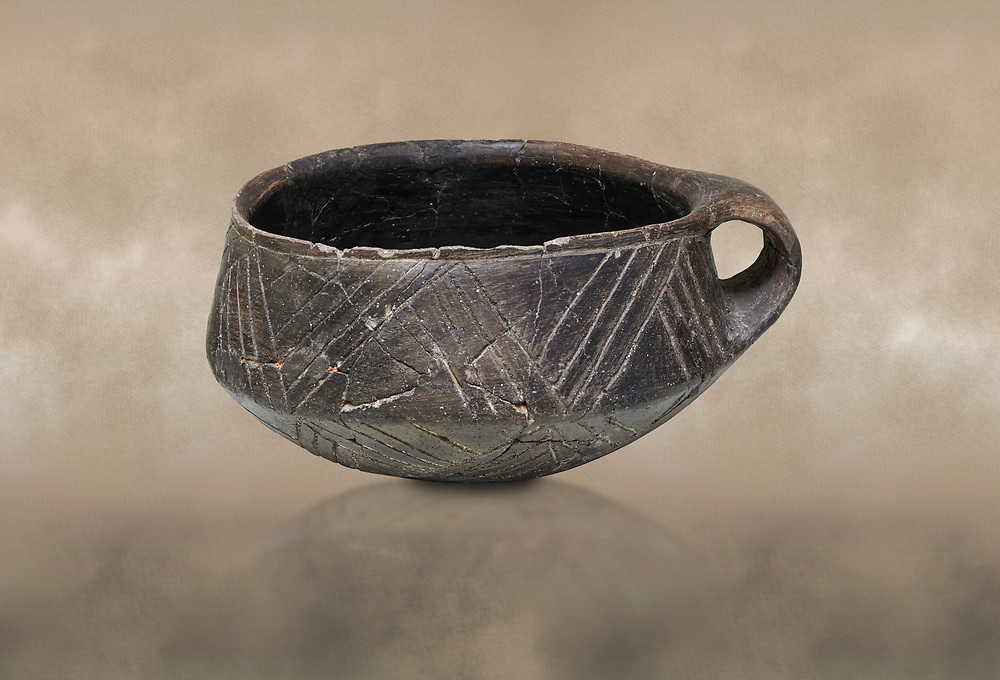 Neolithic Cretian clay single handled cup open kiln fired at Knossos,  4500-3000 BC, Heraklion Archaeological  Museum. .<br /> <br /> If you prefer to buy from our ALAMY PHOTO LIBRARY  Collection visit : https://www.alamy.com/portfolio/paul-williams-funkystock/minoan-art-artefacts.html . Type -   Heraklion   - into the LOWER SEARCH WITHIN GALLERY box. Refine search by adding background colour, place, museum etc<br /> <br /> Visit our MINOAN ART PHOTO COLLECTIONS for more photos to download  as wall art prints https://funkystock.photoshelter.com/gallery-collection/Ancient-Minoans-Art-Artefacts-Antiquities-Historic-Places-Pictures-Images-of/C0000ricT2SU_M9w