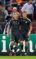 Reals Guti erzielt das Tor zum 5:2, neben ihm Christiano Ronaldo. © Maria Schmid/EQ Images