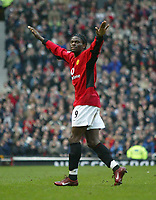 Photo. Andrew Unwin.<br /> Manchester United v Southampton, Barclaycard Premier League, Old Trafford, Manchester 31/01/2004.<br /> Manchester United's Louis Saha scores on his debut.