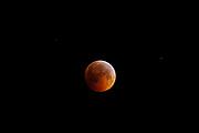 Eclipse lunar | Eclipse de luna en solsticio, 21 de diciembre de 2010.<br /> <br /> Edición de 10 | Víctor Santamaría.