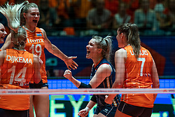 30-05-2019 NED: Volleyball Nations League Netherlands - Poland, Apeldoorn<br /> Nika Daalderop #19 of Netherlands, Kirsten Knip #1 of Netherlands