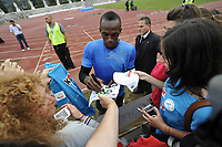 Friidrett<br /> Usain Bolt<br /> Foto: imago/Digitalsport<br /> NORWAY ONLY<br /> <br /> Jamaican world recordman of 100m Usain Bolt signs autographs at the eond of his training in stadio dei Marmi in Rome, May 24 2011