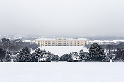 THEMENBILD - Schönbrunn liegt im 13. Wiener Gemeindebezirk Hietzing. Das Schloss Schönbrunn ist das größte Schloss und eines der bedeutendsten und meistbesuchten Kulturgüter Österreichs. Wie auch der Schlosspark gehört es zum UNESCO-Weltkulturerbe., im Bild das Schloss Schönbrunn. Aufgenommen am 03. Februar 2017 // Schönbrunn is in the 13th municipal District of Vienna Hietzing. The Schönbrunn palace is the largest castle and one of the most important and most popular cultural properties of Austria. The palace as well as the castle grounds are part of the UNESCO World Cultural Heritage, This picture shows Schönbrunn palace , Vienna, Austria on 2017/02/03. EXPA Pictures © 2017, PhotoCredit: EXPA/ Sebastian Pucher
