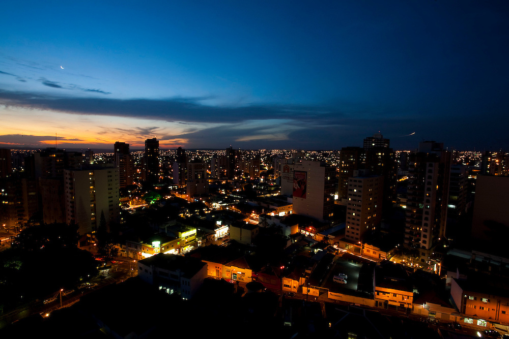 Uberlandia_MG, Brasil...Vista panoramica de Uberlandia ao anoitecer, Minas Gerais...The panoramic view of Uberlandia at dusk, Minas Gerais...Foto: LEO DRUMOND / NITRO