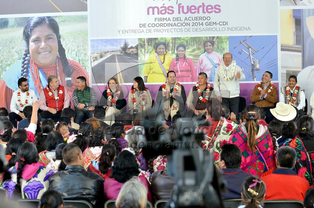 Temalcalcingo, México.- Eruviel Ávila Villegas, gobernador del Estado de México, y la directora general de la Comisión Nacional para el Desarrollo de los Pueblos Indígenas CDI, Nuvia Mayorga Delgado, firmaron el Acuerdo de Coordinación para la Ejecución del Programa de Infraestructura Indígena 2014, mediante el cual se destinará una inversión histórica superior a 750 mdp para realizar más de 73 obras de infraestructura básica en comunidades indígenas ubicadas en 25 municipios. Agencia MVT / José Hernández