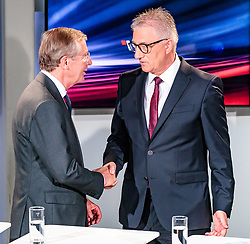 22.04.2018, Wahlzentrum, Salzburg, AUT, Salzburger Landtagswahl, im Bild ÖVP Spitzenkandidat Wilfried Haslauer, SPÖ Spitzenkandidat Walter Steidl // during the Salzburg state election 2018 in the election center in Salzburg, Austria on 2018/04/22. EXPA Pictures © 2018, PhotoCredit: EXPA/ JFK