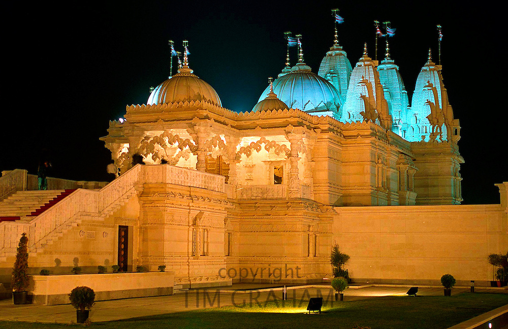 THE SHRI SWAMINARAYAN MANDIR TEMPLE IN NEASDEN, NORTH WEST LONDON WHICH HAS BEEN BUILT OUT OF MARBLE AND LIMESTONE.  THE MANDIR IS A PLACE OF WORSHIP OR PRAYER FOR HINDUS.