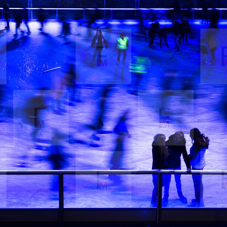 La pista di pattinaggio su ghiaccio vicino alla torre di Londra<br /> <br /> The track of ice skating near the Tower of London<br /> <br /> #6d, #photooftheday #picoftheday #bestoftheday #instadaily #instagood #follow #followme #nofilter #everydayuk #canon #buenavistaphoto #photojournalism #flaviogilardoni <br /> <br /> #london #uk #greaterlondon #londoncity #centrallondon #cityoflondon #londontaxi #londonuk #visitlondon #TowerofLondon<br /> <br /> #photo #photography #photooftheday #photos #photographer #photograph #photoofday #streetphoto #photonews #amazingphoto #blackandwhitephoto #dailyphoto #funnyphoto #goodphoto #myphoto #photoftheday #photogalleries #photojournalist #photolibrary #photoreportage #pressphoto #stockphoto #todaysphoto #urbanphoto