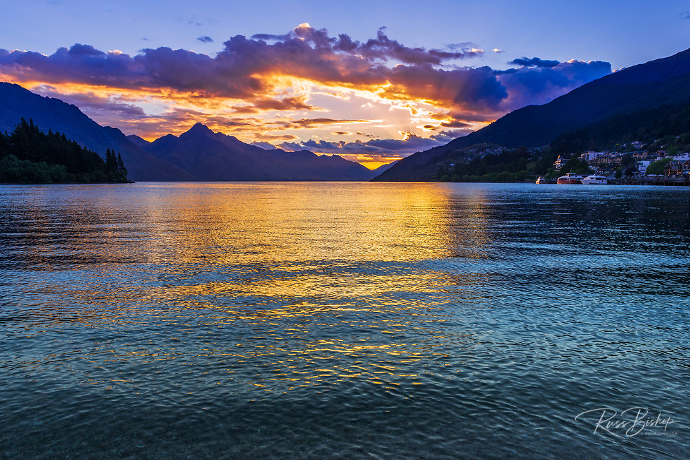 Sunset over Lake Wakatipu from Queenstown, Otago, South Island, New Zealand