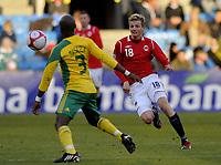 Fotball<br /> 10. Oktober 2009<br /> Privatlandskamp<br /> Ullevaal stadion<br /> Norge v Sør-Afrika 1 - 0<br /> Tsepo Masilela , Sør-Afrika<br /> Erik Huseklepp , Norge<br /> Foto : Astrid M. Nordhaug