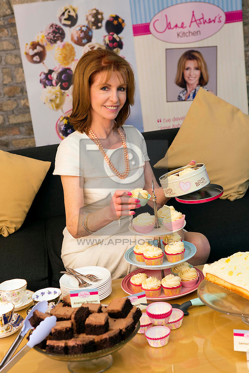 Repro Free: 20/03/2014 Baking Entrepreneur, author and actress Jane Asher today revealed her exclusive new bakeware collection for Delaz, as the leading single price value retailer continues to go from strength to strenth. Dealz debut celebrity collaboration follows record Christmas sales and the recent announcement of the company's intention to float on the London Stock Exchange. Comprising more than 50 items, the range will be sold across the business' portfolio of thirty one stores in Ireland from 14 April 2014, at Dealz amazing €1.49 price point. Picture Andres Poveda