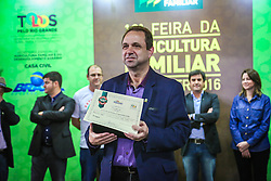 Carlos Joel da Silva, presidente da FETAG-RS, com ganhadores na categoria Vinho Tinto de Mesa Seco no 5º Concurso dos Produtos das Agroindustrias Familiares, categoria Cachaça Prata, no Pavilhão da Agricultura Familiar da 39ª Expointer, Exposição Internacional de Animais, Máquinas, Implementos e Produtos Agropecuários. A maior feira a céu aberto da América Latina,  promovida pela Secretaria de Agricultura e Pecuária do Governo do Rio Grande do Sul, ocorre no Parque de Exposições Assis Brasil, entre 27 de agosto e 04 de setembro de 2016 e reúne as últimas novidades da tecnologia agropecuária e agroindustrial. FOTO: Gustavo Roth / Agência Preview
