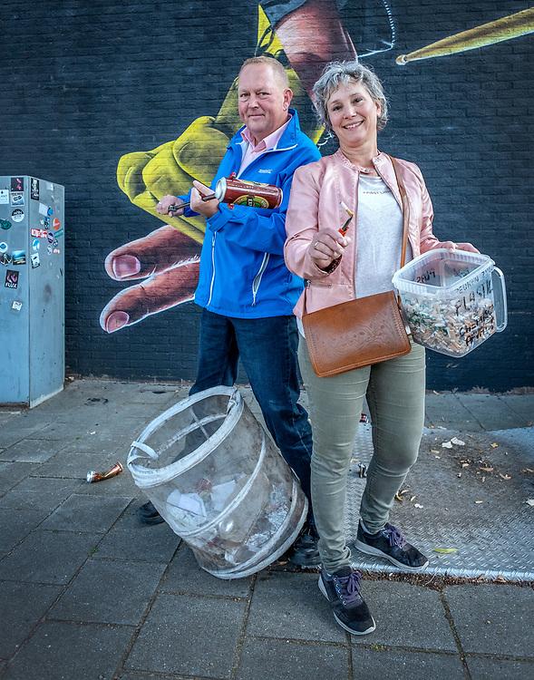Netherlands. Ede, 20-09-2019. Photo: Patrick Post. Duurzame 100- Met Dirk Groot (de zwerfinator) en Bernadette Hakken (peukenmeisje).