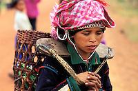 Laos - Muang Sing - Ethnie Iko - Femme Iko