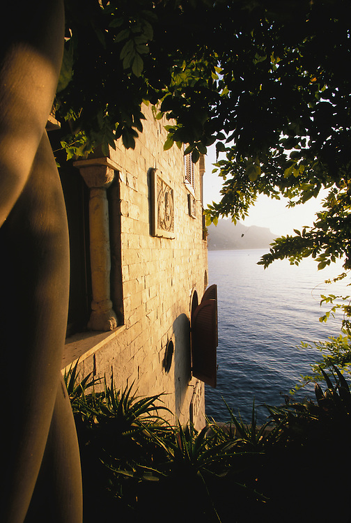 Europe, Italy, Salerno, Amalfi Coast, historic villa and Tyrrhenian Sea