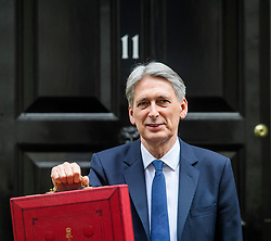 © Licensed to London News Pictures. 08/03/2017. London, UK. British chancellor PHILIP HAMMOND holds up his ministerial red box as he leaves 11 Downing Street in London before delivering his 2017 Budget to Parliament. Photo credit: Ben Cawthra/LNP