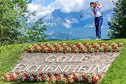 THEMENBILD - Eine Golfspielerin am Golfclub Eichenheim mit dem Wilden Kaiser als Bergpanorama, aufgenommen am 04. Juli 2017, Kitzbühel, Österreich // A golf player at the Eichenheim Golfclub with the Wilder Kaiser as a mountain panorama at Kitzbühel, Austria on 2017/07/04. EXPA Pictures © 2017, PhotoCredit: EXPA/ Stefan Adelsberger