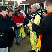 1e Sleutel Vierde Kwadrant uitgereikd door wethouder Margot Dierick en parachutisten
