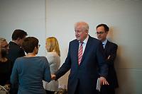 DEU, Deutschland, Germany, Berlin, 25.09.2018: Bundesinnenminister Horst Seehofer (CSU) im Gespräch mit CDU-Generalsekretärin Annegret Kramp-Karrenbauer (CDU) bei der Fraktionssitzung der CDU/CSU.