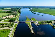 Nederland, Flevoland, Zeewolde, 07-05-2018; Nijkerkersluis,<br /> scheidt de randmeren Nuldernauw en Nijkerkernauw. Provinciale weg  N301<br /> <br /> luchtfoto (toeslag op standard tarieven);<br /> aerial photo (additional fee required);<br /> copyright foto/photo Siebe Swart