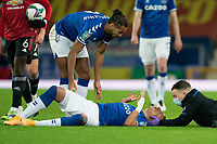 Football - 2020 / 2021 League Cup - Quarter-Finbal - Everton vs Manchester United - Goodison Park<br /> <br /> <br /> Everton Richarlison receives treatment for a head injury<br /> <br /> COLORSPORT/TERRY DONNELLY