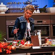 NLD/Hilversum/20121028 - Uitzending Life4You met Carlo Boszhard en Irene Moors, tvkok Sandra Ysbrandy