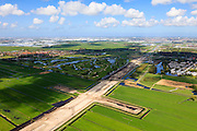 Nederland, Zuid-Holland, Midden-Delfland, 09-05-2013; aanleg A4 Midden-Delfland door Polder Vockestaert. Naast het zandlichaam Golfbaan Delfland, Schipluiden daarachter. Rechts Delft, Den Haag aan de horizon..Construction extension A4 motorway through the polder Vockestaert, between Delft and Rotterdam. Golf course  and Schipluiden in the back. Delft (r) and The Hague on the horizon. .luchtfoto (toeslag op standard tarieven).aerial photo (additional fee required).copyright foto/photo Siebe Swart
