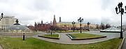 Moskou is de hoofdstad en met afstand de grootste stad van Rusland, voorheen van de Sovjet-Unie./// Moscow is the capital and by far the largest city of Russia, formerly the Soviet Union.<br /> <br /> Op de foto / On the photo:  Het Nationaal Historisch Museum met rechts het Kremlin / The National History Museum with right Kremlin