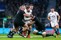 Elliot Daly of England is tackled - Mandatory by-line: Robbie Stephenson/JMP - 10/11/2018 - RUGBY - Twickenham Stadium - London, England - England v New Zealand - Quilter Internationals