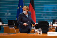 DEU, Deutschland, Germany, Berlin, 16.12.2020: Bundeskanzlerin Dr. Angela Merkel (CDU) vor Beginn der 124. Kabinettsitzung im Bundeskanzleramt. Aufgrund der Coronakrise findet die Sitzung derzeit im Internationalen Konferenzsaal statt, damit genügend Abstand zwischen den Teilnehmern gewahrt werden kann.