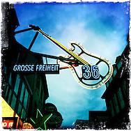 Neon-Gitarre am Musikclub Grosse Freiheit 36 - <br /> 015-02-05. Hamburg, Deutschland.