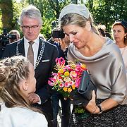 NLD/Apeldoorn/20161005 - Koningin opent tentoonstelling Anna Paulowna, kleurrijke koningin,