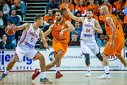 24-11-2017 NED: WC qualification Netherlands - Croatia, Almere<br /> First Round - Group D at the arena Topsportcentrum / Filip Kruslin #5 of Croatia, Shane Hammink #11 of Netherlands