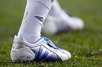 Fotball<br /> Privatlandskamp<br /> Spania v England<br /> 17. november 2004<br /> Foto: Digitalsport<br /> NORWAY ONLY<br /> England captain David Beckham wears new personalised Real Madrid coloured Blue and White Adidas Predator boots, embalzoned with his DB initials, his number 7 he wears on his shirt for England and his son Brooklyn's name