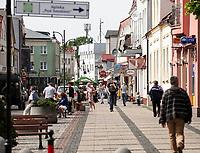 25.05.2016 Ustka woj pomorskie N/z ulica Marynarki Wojennej - glowny deptak fot Michal Kosc / AGENCJA WSCHOD