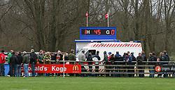 FODBOLD: Ambulancen ankommer til en skadet MOmodou Luom (Helsingør) under kampen i Kvalifikationsrækken, pulje 1, mellem Rishøj Boldklub og Elite 3000 Helsingør den 9. april 2007 på Rishøj Stadion. Foto: Claus Birch