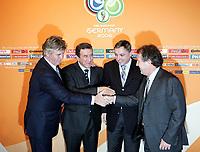 Fotball<br /> Trekning av puljene til VM 2006<br /> Leipzig 09.12.2005<br /> Foto: imago/Digitalsport<br /> NORWAY ONLY<br /> <br /> Die Nationaltrainer der Gruppe F begrüßen sich, v.li.: Guus Hiddink (Australia), Carlos Alberto Parreira (Brasil), Zlatko Kranjcar (Kroatia) und Zico (Japan)