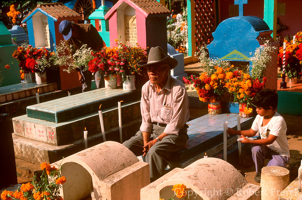 MEXICO, FESTIVALS graves decorated for Days of the Dead