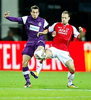 Fotball<br /> Østerrike<br /> Foto: Gepa/Digitalsport<br /> NORWAY ONLY<br /> <br /> 20.10.2011<br /> UEFA Europa League, Gruppenphase, AZ Alkmaar vs FK Austria Wien. <br /> <br /> Bild zeigt Markus Suttner (A.Wien) und Roy Beerens (Alkmaar).