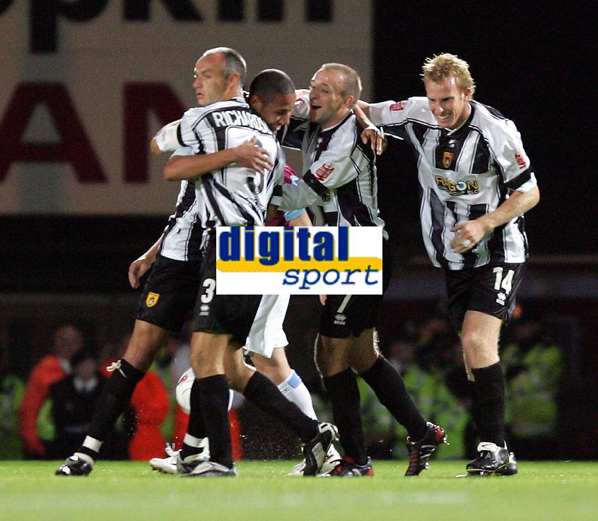 Fotball<br /> Caling Cup England 2004/2005<br /> Andre runde<br /> 21.09.2004<br /> Foto: SBI/Digitalsport<br /> NORWAY ONLY<br /> <br /> West Ham v Notts County<br /> <br /> Notts County celebrate Kelvin Wilsons equaliser against West Ham
