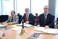 23 JUL 2003, BERLIN/GERMANY:<br /> Prof. Dr. Juergen Meyer (L), Vertreter des Bundestages im Konvent, Joschka Fischer (M), B90/Gruene, Bundesaussenminister, und Matthias Wissmann (R), CDU, Vorsitzender Europa-Ausschuss des Bundestages, vor Beginn der Sitzung des Europa-Ausschusses anlaesslich des Entwurfes einer Verfassung fuer Europa, Paul-Loebe-Haus<br /> IMAGE: 20030723-01-010<br /> KEYWORDS: Jürgen Meyer