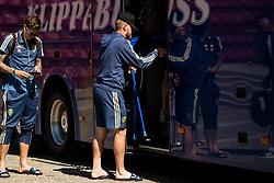 June 1, 2018 - BÅ'Stad, Sverige - 180601 John Guidetti lÅmnar Svenska landslagets fÅ¡rlÅger infÅ¡r fotbolls-vm pÅ' kryckor den 1 juni 2018 i BÅ'stad  (Credit Image: © Petter Arvidson/Bildbyran via ZUMA Press)