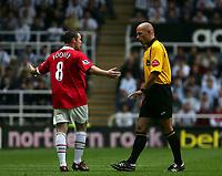 Fotball<br /> England 2005/2006<br /> Foto: SBI/Digitalsport<br /> NORWAY ONLY<br /> <br /> FA Barclays Premiership<br /> Newcastle United v Manchester United<br /> 28th August, 2005<br /> <br /> Manchester United's Wayne Rooney (L) argues with the referee, Howard Webb