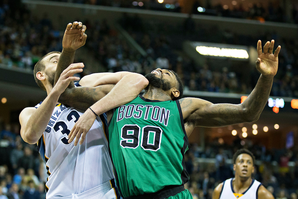MEMPHIS, TN - JANUARY 10:  Amir Johnson #90 of the Boston Celtics and Marc Gasol #33 of the Memphis Grizzles get tangled up going for a rebound at the FedExForum on January 10, 2016 in Memphis, Tennessee.  The Grizzlies defeated the Celtics 101-98.  NOTE TO USER: User expressly acknowledges and agrees that, by downloading and or using this photograph, User is consenting to the terms and conditions of the Getty Images License Agreement.  (Photo by Wesley Hitt/Getty Images) *** Local Caption *** Marc Gasol; Amir Johnson