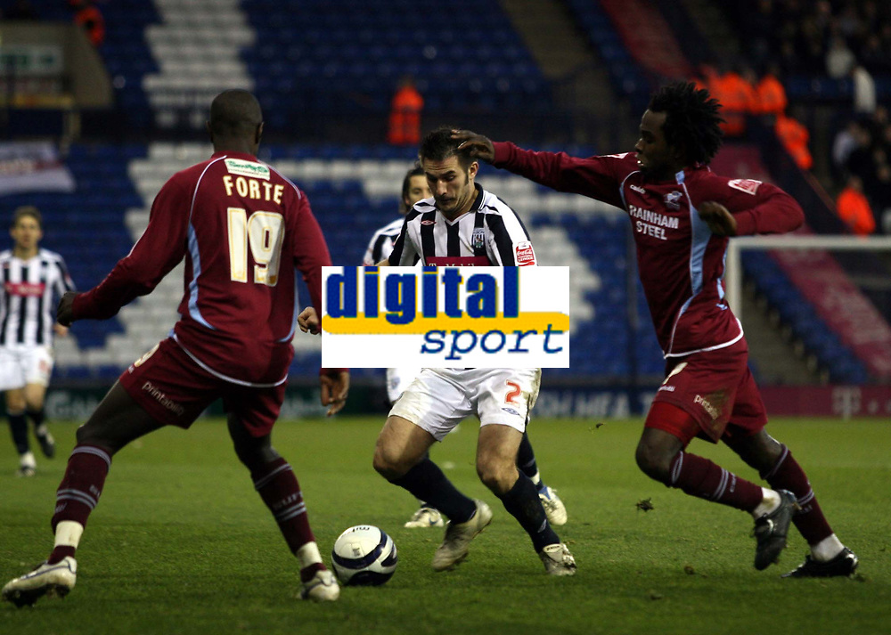 Photo: Mark Stephenson/Sportsbeat Images.<br /> West Bromwich Albion v Scunthorpe United. Coca Cola Championship. 29/12/2007.West Brom's Carl Hoefkens holds the ball up from Scunthorpe's Johnathan Forte (L) and Kelly Youga