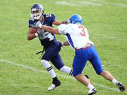 27.07.2010, Wetzlar Stadion, Wetzlar, GER, Football EM 2010, Team France vs Team Great Britain, im Bild Paul Durand, (Team France, QB, #12) versucht Tom Barker, (Team Great Britain, LB, #3) zu entkommen,  EXPA Pictures © 2010, PhotoCredit: EXPA/ T. Haumer / SPORTIDA PHOTO AGENCY
