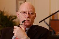15 JAN 2003, BERLIN/GERMANY:<br /> Peter Struck, SPD, Bundesverteidigungsminister, mit Pfeife, waehrend einem Interview, in seinem Buero, Bundesministerium der Verteidigung<br /> Peter Struck, Federal Minister of Defense, during an interview, in his office<br /> IMAGE: 20030115-04-015<br /> Keywords: rauch, rauchen